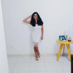 Vai ter close de ano novo com direito a vestidin branco.😚😚 Franjas dão um movimento muito bacana pra peças e ainda tiram do lugar comum.