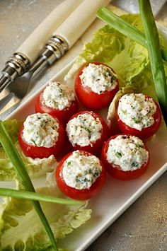 Pomidory faszerowane fetą Wedding Appetizers, Appetizer Salads, Polish Recipes, Food Design, Caprese Salad, Bruschetta, Finger Food, Food And Drink, Cooking Recipes