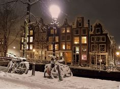 What is the best time to visit Amsterdam? Why you need to avoid the pick tourist season in Amsterdam, Holland and to visit it during the low season? Amsterdam Winter, Amsterdam Christmas, Visit Amsterdam, Amsterdam City, Netherlands Country, Winter Scenery, Photos Du, Winter Wonderland, Illustration