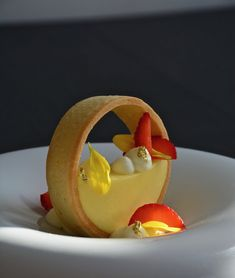 Lemon Curd Tart with Whipped Cream and a touch of Elderflower and Strawberries by Chef Johana. Fancy Desserts, Gourmet Desserts, Plated Desserts, Gourmet Recipes, Dessert Recipes, Gourmet Foods, Gourmet Food Plating, Simple Muffin Recipe, Healthy Muffin Recipes