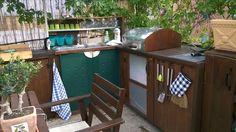 cucina da esterno con copri barbecue weber