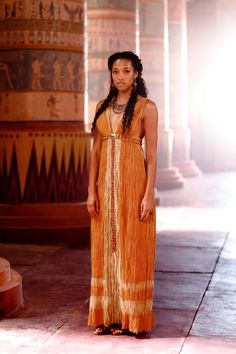 Kylie Bunbury as Suhad Tut (Spike TV miniseries) Avan Jogia, Beautiful Black Women, Beautiful People, Egyptian Fashion, Ancient Egypt Fashion, Egyptian Costume, Egyptian Dresses, Spike Tv, Mode Inspiration