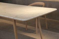 Marble table - Mesa de marmol y madera.