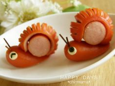 Great recipe for Wiener Sausage Snails For Lunchboxes I thought of these snails for a bento during the rainy season When making the cuts in the sausage in Step use a toothpick on the side of the sausage close to you to act as a stopper and preve - f Cute Food, Good Food, Food Art For Kids, Food Decoration, Food Crafts, Food Humor, Bento Box, Edible Art, Creative Food