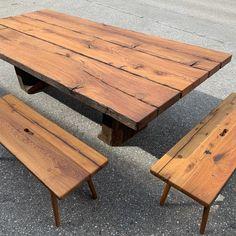 Diesen Massivholztisch haben wir aus alten Weinpressköpfen gemacht. Passend dazu, nicht nur von der Holzart her, zwei Sitzbänke mit echter Gratleiste und 8-eckigen Beinen, die stilecht eingezapft wurden. Mehr Fotos zu dieser tollen Sitzgruppe findet ihr auf unserer Homepage. Table, Furniture, Home Decor, Pictures, Types Of Wood, Sofa Set, Old Wood, Tables, Decoration Home