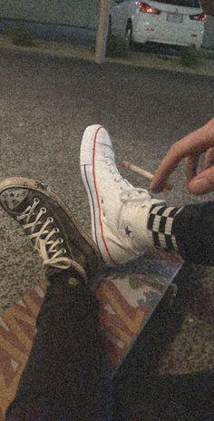 𝐸𝑚𝑖𝑙𝑖𝑎 ☁︎ Grunge photography Aesthetic shoes Aesthetic girl