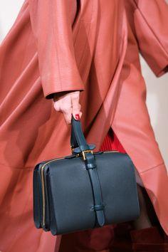 Hermès Pre-Fall 2019 - Fashion Shows Fall Handbags, Trendy Handbags, Hermes Handbags, Latest Handbags, Burberry Handbags, Soft Leather Handbags, Leather Purses, Models, Fashion Show