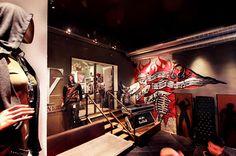 addicted to rock//Vienna//shop design//bar//restaurant//fashion//street art//hoody// Street Art, Street Style, Hoody, Chanel Boy Bag, Restaurant Bar, Vienna, Rock, Store, Design