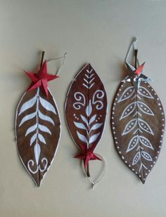 Leaf Crafts, Fall Crafts, Easy Paper Crafts, Arts And Crafts, Dry Leaf Art, Leave Art, Leaf Projects, Clay Fairy House, Dried Flower Arrangements