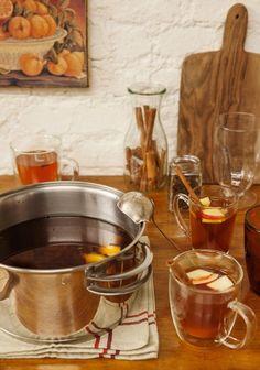 Quentão | #ReceitaPanelinha: Perfeito para uma tarde fria, o quentão não precisa ser uma bebida só de festa junina. Gengibre fresco e uma cachaça de boa qualidade fazem toda a diferença.