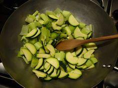 Da cozinha oriental à mesa brasileira: conheça a wok - Receitas - GNT
