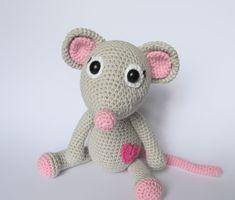 Mouse Tili In Love Amigurumi Pattern