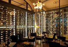 Un lieu dédié aux vins de Bourgogne dans un site classé pour son architecture art nouveau. Les Climats, 1* au Michelin. Paris 7ème.