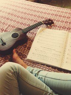 ukuleling.