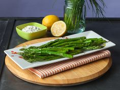 Roasted Balsamic Asparagus with Chive Aioli – In less than 10 minutes, roast asparagus in your oven for a healthy alternative to fries. Grilling Recipes, Gourmet Recipes, Vegetarian Recipes, Cooking Recipes, Healthy Recipes, Healthy Gourmet, Healthy Eating Tips, Healthy Cooking, Healthy Eats