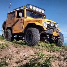 """#landcruiserfj40 #toyota #landcruiser #fj40 #4x4 #mud #landcruisertoyota #offroad #trilha #trial #fjtoyota #fj40toyota #40series #serie40 #todoterreno…"" yellow"