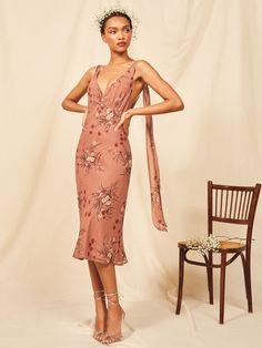 Venezia Dress - The Venezia Dress Source by reformation - Mob Dresses, Bridal Dresses, Bridesmaid Dresses, Fashion 2017, Fashion Outfits, Ladies Fashion, Style Fashion, Girl Fashion, Luxury Fashion