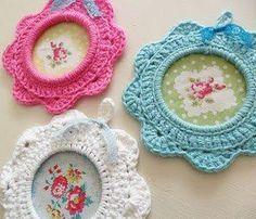 Foto: Que as molduras estilo Rococó estão na moda todo mundo já sabe, mas molduras de crochê é muito fofo e diferente!  Foto: Via zomooizohip
