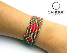 .  P #pulsera #pelseracondelicas #telar #hechoamano # diseño #brazalete #delicas #miyuki #conamorcahmor