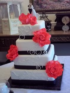 navy and coral wedding cake, so love this good idea for our cake