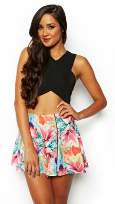 beautiful flower skirt with a black shirt. This outfit is great for your wild side. Flower Skirt, Skort, Flower Patterns, Boho Shorts, Womens Fashion, Summer, Closet, Outfits, Shopping