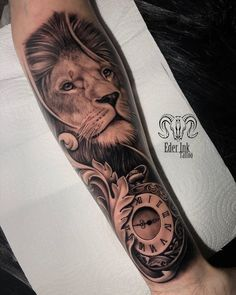 48 tatuagens masculinas em preto e cinza - Tattoo2me Magazine Lion Forearm Tattoos, Lion Head Tattoos, Leo Tattoos, Watch Tattoos, Dope Tattoos, Hand Tattoos, Tattoos For Guys, Tiger Tattoo Sleeve, Skull Hand Tattoo