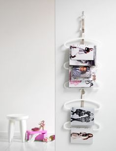Use ribbon on wall.paint wire hangers in pastels Plastic Hangers, Wire Hangers, Magazine Storage, Magazine Rack, Diy Storage House, Diy Magazin, Floating Nightstand, Decorative Accessories, Diy Design