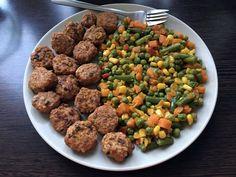 Napi legalább 5-szöri étkezéshez nem mindig pörög úgy az agyunk, mint kéne. Sokszor állok én is a hűtő előtt, fáradtan, hogy nem tudom mit egyek,... Minion, Dog Food Recipes, Sugar, Beans, Vegetables, 1, Ethnic Recipes, Vegetable Recipes, Minions