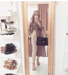 Classy hijab, hijab girl with handbag - Muslim Fashion Modern Hijab Fashion, Islamic Fashion, Abaya Fashion, Muslim Fashion, Modest Fashion, Fashion Outfits, Hijab Trends, Outfit Trends, Hijab Ideas