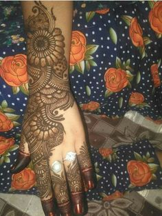 Best 11 Mehndi henna designs are always searchable by Pakistani women and girls. Women, girls and also kids apply henna on – SkillOfKing. Dulhan Mehndi Designs, Mehandi Designs, Rajasthani Mehndi Designs, Latest Bridal Mehndi Designs, Khafif Mehndi Design, Mehendi, Wedding Mehndi Designs, Mehndi Design Pictures, Latest Mehndi Designs Hands