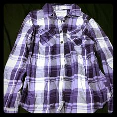 A?ropostale plaid button down longsleeve Plaid button down longsleeve. Front pockets. Sleeves will roll up and you can button them. 100% Cotton. Worn a few times, but still in very good condition. No holes, stains, etc. Aeropostale Tops Button Down Shirts