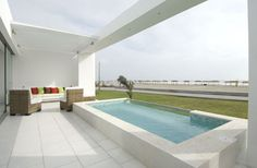 Oh this pool! Holguin House in Peru by Metropolis Architecture