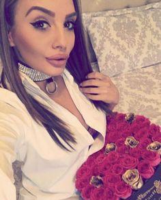 Comanda cutii cu trandafiri Buchetino! 🌐 www.buchetino.com ☎️ 0723949413 🔑 B-dul Mircea Voda no.34