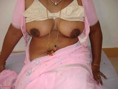 Desi mallu aunty removing bra and showing nude boobs (3)