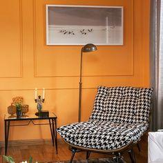 decor,parede amarela, parede colorida,poltrona xadrez