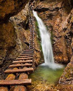 10 tiesňav a kaňonov Slovenska, ktoré by mal aspoň raz navštíviť každý Slovák Best Hikes, Places To Go, Waterfall, Paradise, National Parks, Hiking, Adventure, Photography, Travel
