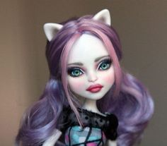 Catrine-DeMew-a-Monster-High-repaint