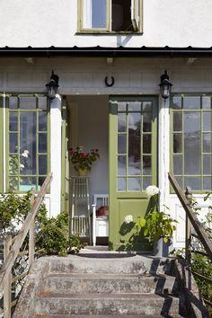 Elsa Billgrens magiska hus på Gotland – kika in   ELLE Victorian Townhouse, Victorian Cottage, Victorian Homes, Bohemian Apartment, Vintage Apartment, Scandinavian Apartment, Scandinavian Home, Hygge, Stockholm Apartment