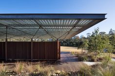CHROFI is an architectural practice based in Sydney with a portfolio of international award winning residential, public and commercial projects. Gate House, My House, Modern Roof Design, Sport Hall, Metal Structure, Metal Roof, Pavilion, Canopy, Building