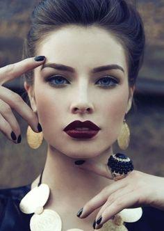 model wit dark berry lips | Beauty Trend Dark Berry Purple Lips
