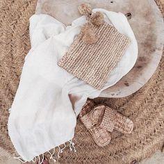 CASA TRÈS CHIC: NATURAL Aloha Beaches, Hype Shoes, Moon River, Minimal Chic, Beach Trip, Daily Fashion, Fashion Bags, Straw Bag, Crochet Hats