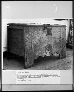 gotische Stollentruhe   niedersächsisch   Bildindex der Kunst & Architektur - Bildindex der Kunst & Architektur -