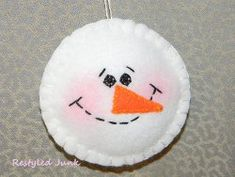 Fuzzy Felt Snowman Ornament - This Christmas sewing craft is perfect for beginners.