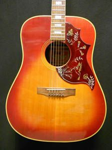 1975 Gibson Hummingbird Custom in a no reserve auction. Seller is calling it a '74-'75, we'll just call it a '75. Seller puts it in Excellent condition...