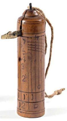 Montre dite de berger * Cadran solaire à colonne en buis aux chiffres estampés à chaud, avec style rabattable. Circa 1850