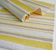 Weaving Textiles, Weaving Art, Hand Weaving, Jute Rug, Woven Rug, Knit Rug, Silk Ribbon Embroidery, Rug Making, Fabric Patterns