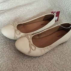 Merona ballet flats Beautiful ballet flats just perfect for the spring Merona Shoes Flats & Loafers