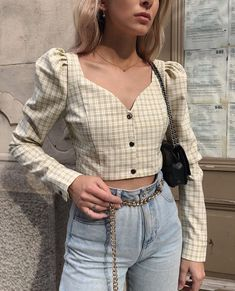A versatile blouse or top with statement shoulders is a must for any vintage wardrobe in 2020 Crop Top Outfits, Retro Outfits, Cute Casual Outfits, Stylish Outfits, Vintage Outfits, Vintage Wardrobe, Look Fashion, Korean Fashion, Fashion Outfits