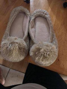 2c20d535c84f Women Ladies Fuzzy House Shoes Pom Poms Beige Tan Natural Size L  fashion   clothing