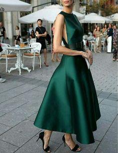 Fashion high couture gowns 42 Ideas for 2019 Little Dresses, Pretty Dresses, Beautiful Dresses, Flare Dress, Dress Up, Green Dress Outfit, Dress Outfits, Full Skirt Dress, Green Midi Dress